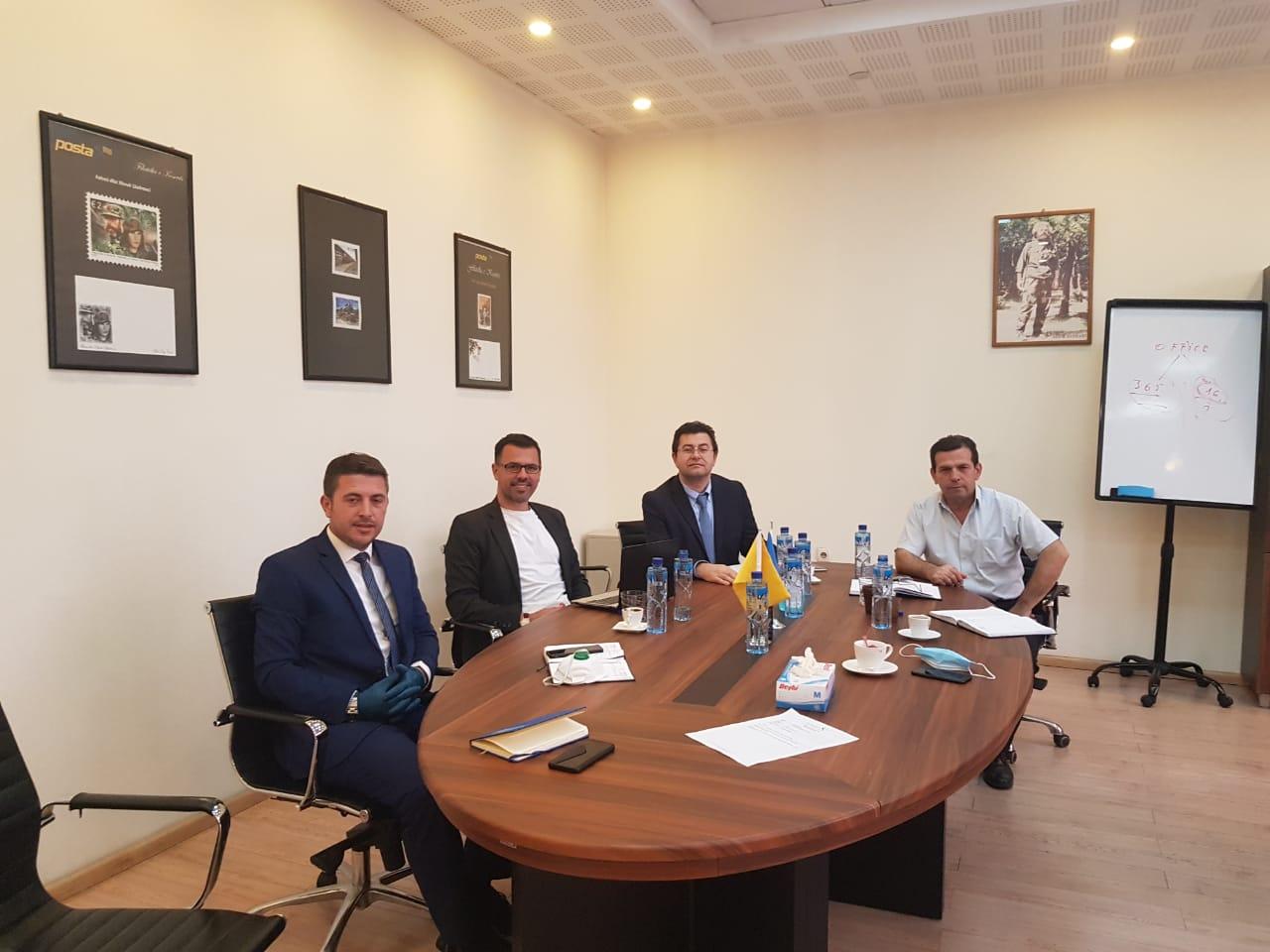 """Bashkërendim i aktiviteteve në mes të menaxhmentit dhe dy bordeve të drejtorëve të KRU""""Prishtina"""" dhe Posta e Kosovës,"""