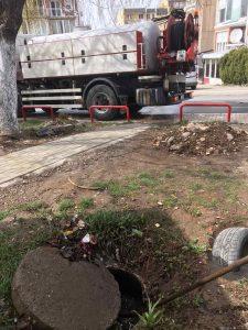 Kujdes! Mos hudhni  mbeturina në rrjetin e kanalizimit !