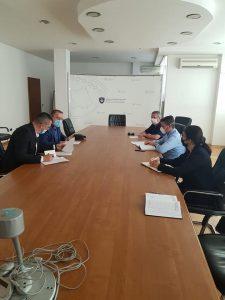 """Udhëheqësit e KRU""""Prishtina"""" takohen me drejtorin e NJPMNP-së në Ministrinë e Ekonomisë dhe Ambientit, diskutohet projekti më madhor në fushën e trajtimit të ujërave të ndotura,"""